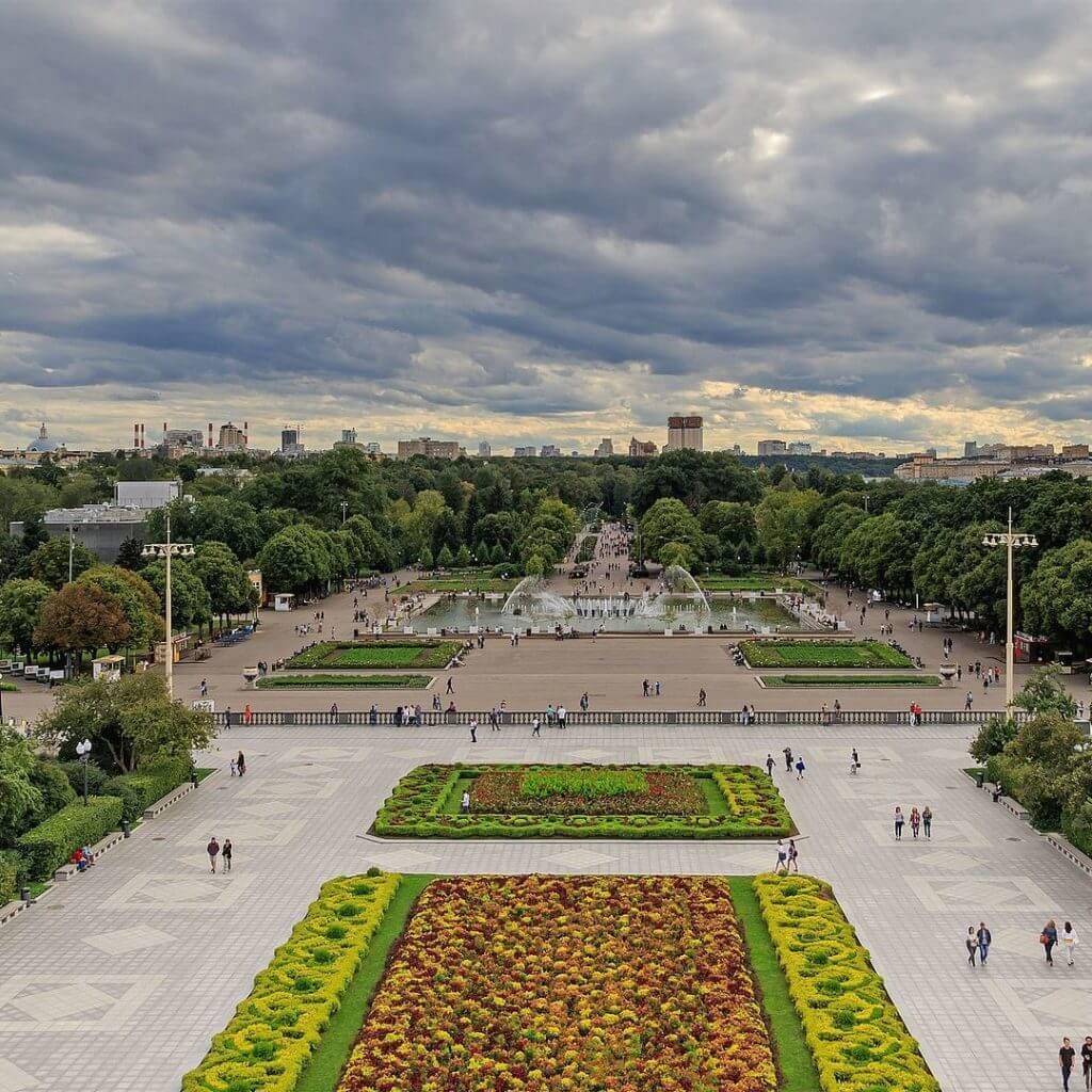 Moscow Gorky Park colonnades viewpoint 08 2016 img1 2 1024x1024
